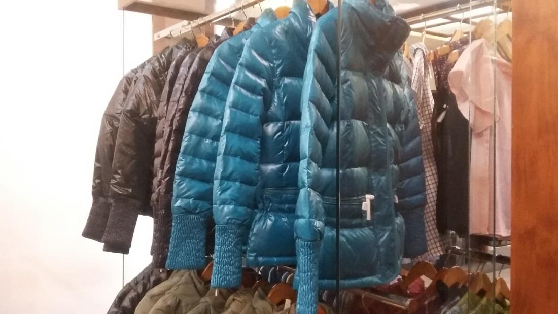 Koleksi jaket musim dingin di de Kosmo Factory Outlet