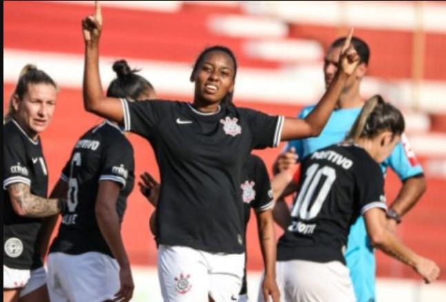 Futebol feminino do Corinthians ganha destaque nas redes sociais pelo mundo