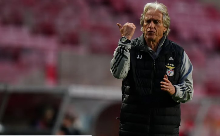 Staff de Jorge Jesus crava sa�da do Benfica