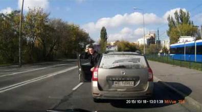 Taksówkarz z Krakowa chciał wymusić odszkodowanie od blondynki. Nie przewidział jednego...